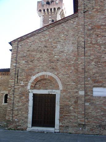 Rilievo fotogrammetrico della facciata - Portale di sinistra: immagine sorgente